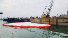 Đà Nẵng: Xử lý sự cố tràn dầu trên âu thuyền, cảng cá Thọ Quang
