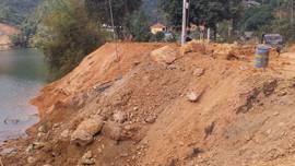 Hồ thủy điện Hòa Bình bị doanh nghiệp đổ thải xâm hại