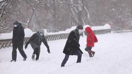 Bão tuyết lớn đổ bộ Mỹ, New York ban bố tình trạng khẩn cấp