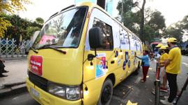 Lần đầu tiên xuất hiện xe bus phát khẩu trang tự động tại TP.HCM