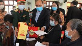 Thủ tướng Nguyễn Xuân Phúc tặng quà Tết gia đình chính sách, hộ nghèo ở Quảng Nam