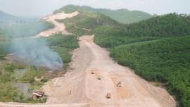Thứ trưởng Bộ GTVT kiểm tra tiến độ cao tốc Cam Lộ - La Sơn