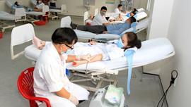 Huế: Thiếu hụt nguồn máu trước đại dịch COVID – 19, hàng trăm thầy thuốc hiến máu tình nguyện