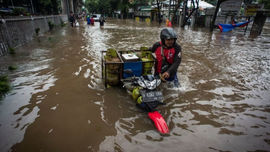 Indonesia sơ tán hơn 1.000 dân do lũ lụt nghiêm trọng ở thủ đô