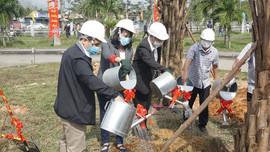 """Bệnh viện Trung ương Huế phát động """"Tết trồng cây"""" đầu Xuân Tân Sửu 2021"""