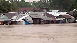 Hơn 5.000 người sơ tán vì bão Dujuan