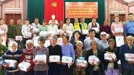 Phó Chủ tịch nước tặng quà đồng bào dân tộc và trẻ em ở Quảng Nam