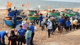 """Sinh viên PVU tham gia chiến dịch  """"Hãy làm sạch biển - Vì một Việt Nam xanh"""""""