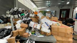 Hà Nội: Lật tẩy kho hàng gia dụng nhập lậu và giả mạo hàng hiệu