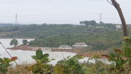 """Đắk Nông: Một cá nhân tự ý xây dựng """"khu nghỉ dưỡng chui"""" ngay trên rừng phòng hộ"""