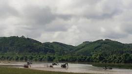Nghệ An: Bắt 3 tàu khai thác cát trái phép trên sông Lam