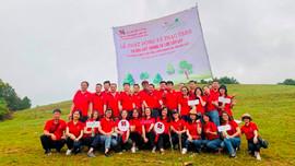 """Agribank Chi nhánh Hoàng Quốc Việt trao tặng cây xanh hưởng ứng phong trào """"Vì một Việt Nam xanh"""""""