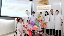 Bệnh viện Trung ương Huế ghép tế bào gốc tự thân cứu bệnh nhi 3 tuổi ung thư võng mạc di căn