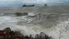 Chủ động ứng phó dông, lốc, sóng lớn trên biển