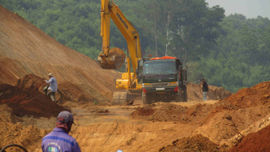 Bình Định: Vụ đoàn xe chở đất trên tuyến đường sắt qua huyện Phù Mỹ đã có kết quả kiểm tra
