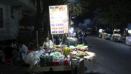 """TP. Huế: Vỉa hè bị lấn chiếm làm """"chợ đêm"""""""