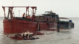 Hải Phòng: Đồn Biên phòng Cát Hải cứu hộ thành công 2 thuyền viên tàu cát