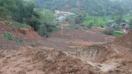 Yên Bái: Hàng nghìn m3 đất của nhà máy quặng sắt trôi xuống ruộng và nhà dân