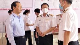 Cán bộ chiến sĩ Hải quân, Cảnh sát biển khu vực Vũng Tàu tiếp xúc với ứng cử viên ĐBQH và HĐND tỉnh