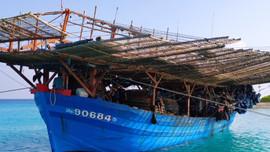 Hải đoàn 129 kịp thời khắc phục sự cố tàu cá Quảng Ngãi