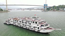 Quảng Ninh: Cách ly 182 khách và nhân viên du thuyền trên vịnh Hạ Long
