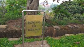 Điện Biên: Biển thông tin trên đồi A1, nên có thêm cả tiếng nước ngoài
