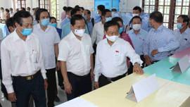 Phó Chủ tịch Quốc hội Đỗ Bá Tỵ kiểm tra, giám sát công tác chuẩn bị bầu cử tại Bình Định