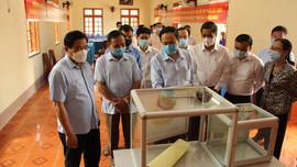 Phó Chủ tịch Thường trực Quốc hội Trần Thanh Mẫn kiểm tra công tác bầu cử tại Sơn La