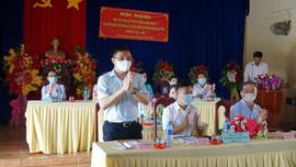 Đồng chí Lê Mạnh Hùng, Tổng Giám đốc PetroVietnam tiếp xúc cử tri huyện Thới Bình, tỉnh Cà Mau
