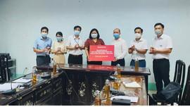 Tập đoàn Sơn Hà trao tặng gần 300 nghìn khẩu trang cho UBND huyện Tam Dương