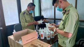 Hà Nội: Phát hiện lô hàng nước sát khuẩn tay có dấu hiệu giả mạo ASIRUB