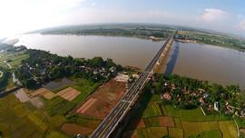 Xây dựng cầu qua sông phải đảm bảo độ cao tĩnh không tối thiểu là 4,75m