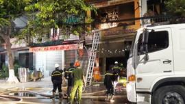 Cháy nhà làm 4 người chết thương tâm: Lực lượng cứu hỏa thiếu chuyên nghiệp?