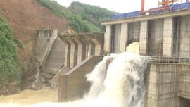 Nghệ An: Mưa lớn, phải xả lũ một số hồ chứa thủy điện