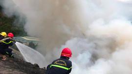 Khẩn trương khống chế đám cháy tại bãi rác lớn nhất Đà Nẵng