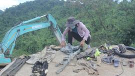 Phát hiện nhiều vật dụng của các công nhân mất tích trong vụ sạt lở thủy điện Rào Trăng 3