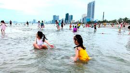 Đà Nẵng: Cho phép tắm biển trở lại từ ngày 10/7