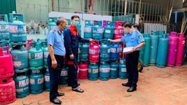 Phát hiện cơ sở thu mua trái phép gần 50 vỏ bình Gas loại 12kg