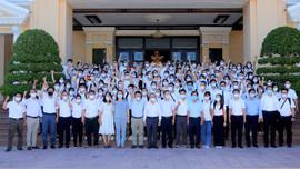 Hơn 100 y, bác sỹ ở Thừa Thiên Huế lên đường hỗ trợ các tỉnh niềm Nam chống dịch