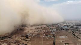 Bão cát cao 100m đổ bộ, Trung Quốc phát cảnh báo mã màu vàng