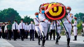 Lãnh đạo và Nhân dân tỉnh Thanh Hóa tưởng nhớ các Anh hùng liệt sĩ