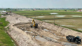 Kim Sơn (Ninh Bình): Nhiều bãi cát trái phép vi phạm đê điều