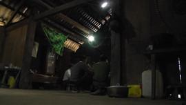 Người dân bản Xua Lông mong có điện lưới quốc gia