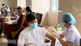 Ninh Bình: Tiêm phòng vắc xin Covid-19 cho gần 200 chức sắc, chức việc các tôn giáo