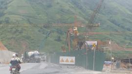 TX Sa Pa - Lào Cai: Trạm bê tông Đình Chinh đổ thải xuống suối  gây ô nhiễm