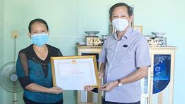 Thị xã Hoài Nhơn khen thưởng công dân tố giác người vi phạm quy định phòng chống COVID-19