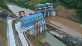 Đóng điện thành công đường dây 110kV và đưa Nhà máy Thủy điện Huổi Vang vào vận hành