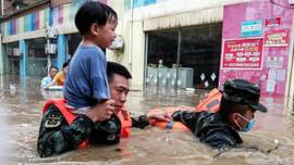 Trẻ em là đối tượng dễ bị tổn thương nhất trước biến đổi khí hậu
