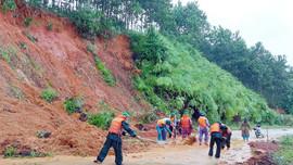 Thừa Thiên Huế: Nguy cơ sạt lở núi từ việc khai thác đất trái phép
