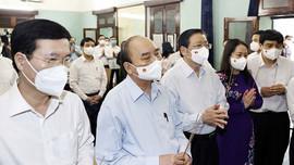 Chủ tịch nước Nguyễn Xuân Phúc dâng hương tưởng niệm Chủ tịch Hồ Chí Minh